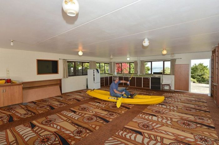 Bad real estate listing photos canoe in living room