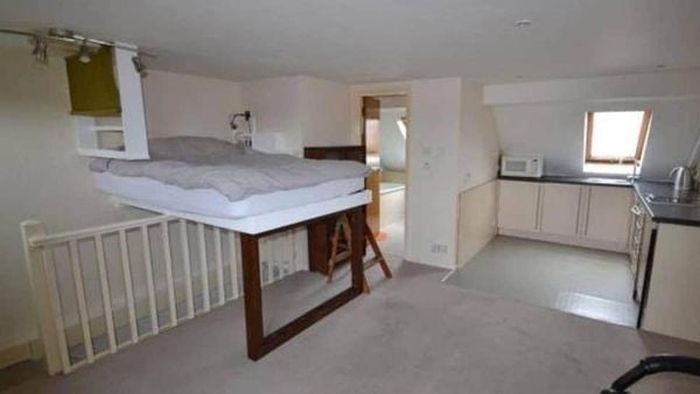 Bad real estate listing photos staircase bed