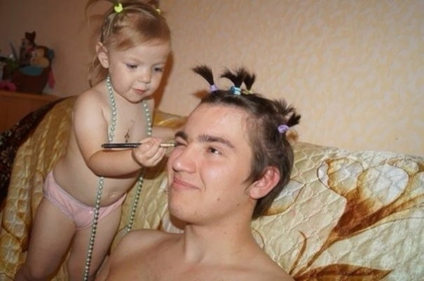 funny dads with daughters play make-up